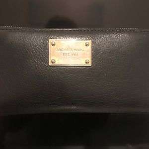 Black Michael Kors Wallet (leather)